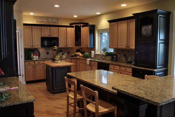 Stunning Kitchen with Oak Cabinets with Black Appliances 600 x 400 · 55 kB · jpeg